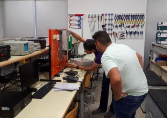 En el taller de Electrónica